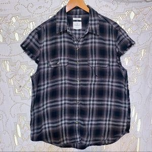 American Eagle Outfitters destroyed Top size L EUC